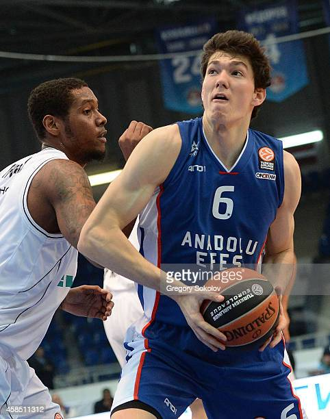 Cedi Osman #6 of Anadolu Efes Istanbul in action during the 20142015 Turkish Airlines Euroleague Basketball Regular Season Date 4 game between Nizhny...