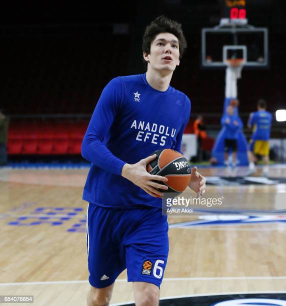 Cedi Osman #6 of Anadolu Efes Istanbul warmsup prior to the 2016/2017 Turkish Airlines EuroLeague Regular Season Round 26 game between Anadolu Efes...
