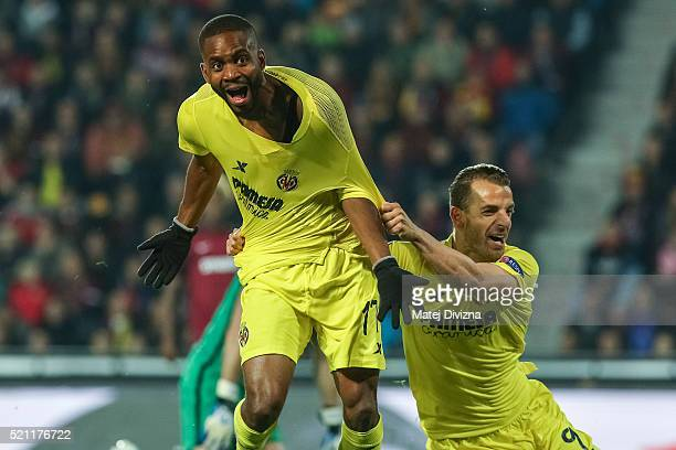 Cedric Bakambu of Villareal celebrates his goal with Roberto Soldado during the UEFA Europa League Quarter Final second leg match between Sparta...