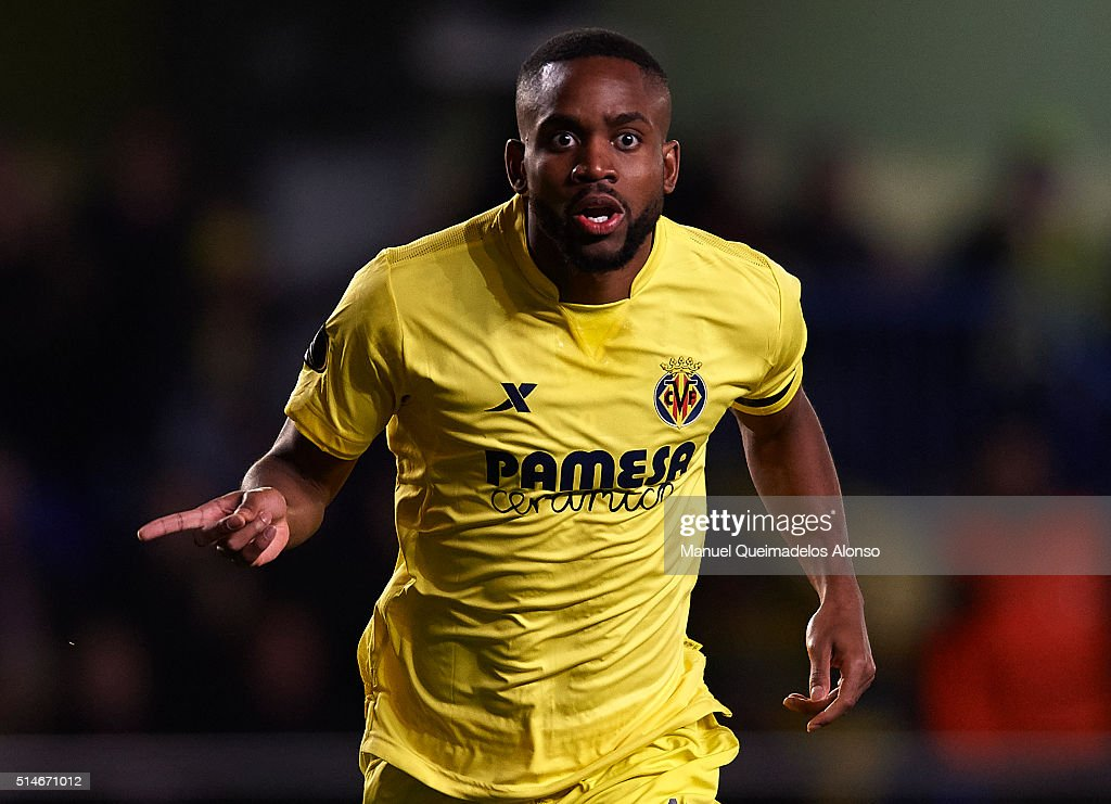 <a gi-track='captionPersonalityLinkClicked' href=/galleries/search?phrase=Cedric+Bakambu&family=editorial&specificpeople=7119714 ng-click='$event.stopPropagation()'>Cedric Bakambu</a> of Villarreal celebrates scoring his team's first goal during the UEFA Europa League Round of 16 first leg match between Villarreal and Bayer Leverkusen at El Madrigal Stadium on March 10, 2016 in Villarreal, Spain.