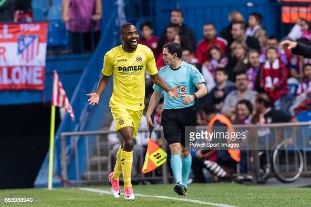 Cedric Bakambu of Villarreal CF celebrates his score during the La Liga match between Atletico de Madrid vs Villarreal CF at the Estadio Vicente...