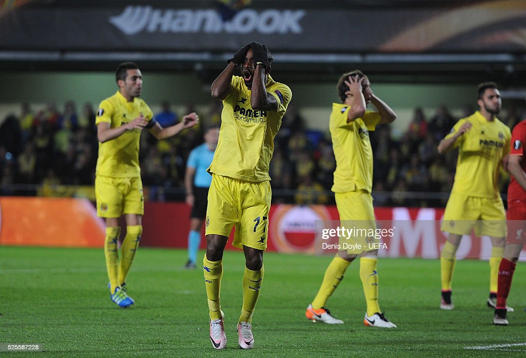 <a gi-track='captionPersonalityLinkClicked' href=/galleries/search?phrase=Cedric+Bakambu&family=editorial&specificpeople=7119714 ng-click='$event.stopPropagation()'>Cedric Bakambu</a> of Villarreal CF reacts after narrowly failing to score from a header during the Europa League Semi Final first leg match between Villarreal CF and Liverpool at El Madrigal stadium on April 28, 2016 in Villarreal, Spain.