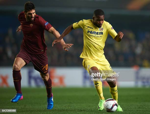 Cedric Bakambu of Villarreal competes for the ball with Federico Fazio of Roma during the UEFA Europa League Round of 32 first leg match between...