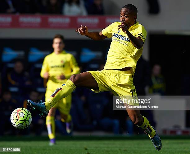 Cedric Bakambu of Villarreal in action during the La Liga match between Villarreal CF and FC Barcelona at El Madrigal on March 20 2016 in Villarreal...