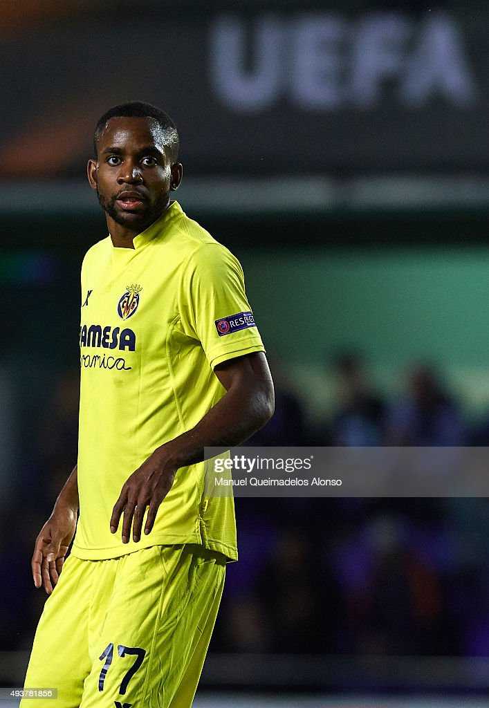 <a gi-track='captionPersonalityLinkClicked' href=/galleries/search?phrase=Cedric+Bakambu&family=editorial&specificpeople=7119714 ng-click='$event.stopPropagation()'>Cedric Bakambu</a> of Villarreal looks on during the UEFA Europa League Group K match between Villarreal CF and FC Dinamo Minks at El Madrigal Stadium on October 22, 2015 in Villarreal, Spain.
