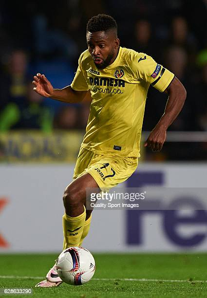 Cedric Bakambu of Villarreal runs with the ball during the UEFA Europa League match group L between Villarreal CF and FC Steaua Bucuresti at El...