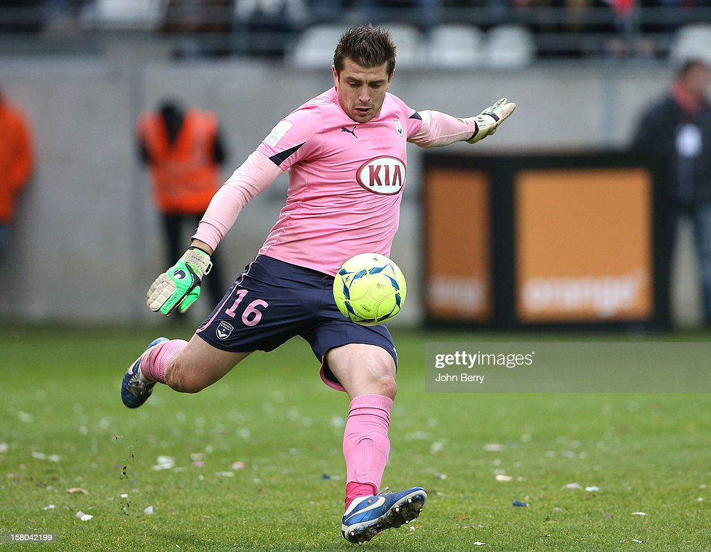<a gi-track='captionPersonalityLinkClicked' href=/galleries/search?phrase=Cedric+Carrasso&family=editorial&specificpeople=661919 ng-click='$event.stopPropagation()'>Cedric Carrasso</a>, goalkeeper of Bordeaux in action during the French Ligue 1 match between Stade de Reims and Girondins de Bordeaux at the Stade Auguste Delaune on December 9, 2012 in Reims, France.