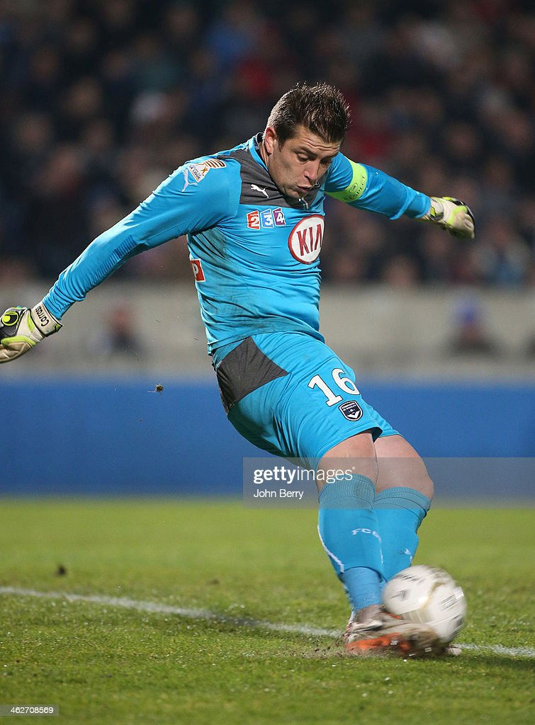 <a gi-track='captionPersonalityLinkClicked' href=/galleries/search?phrase=Cedric+Carrasso&family=editorial&specificpeople=661919 ng-click='$event.stopPropagation()'>Cedric Carrasso</a>, goalkeeper of Bordeaux in action during the french League Cup match between FC Girondins de Bordeaux and Paris Saint-Germain FC at the Stade Chaban-Delmas stadium on January 14, 2014 in Bordeaux, France.