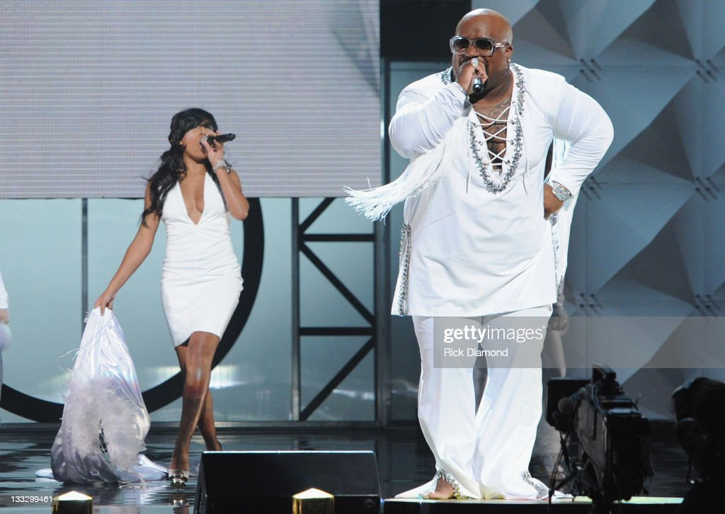 <a gi-track='captionPersonalityLinkClicked' href=/galleries/search?phrase=Cee-Lo&family=editorial&specificpeople=595640 ng-click='$event.stopPropagation()'>Cee-Lo</a> Green (right) and <a gi-track='captionPersonalityLinkClicked' href=/galleries/search?phrase=Melanie+Fiona&family=editorial&specificpeople=5543211 ng-click='$event.stopPropagation()'>Melanie Fiona</a> perform during the 2011 Soul Train Awards at The Fox Theatre on November 17, 2011 in Atlanta, Georgia.