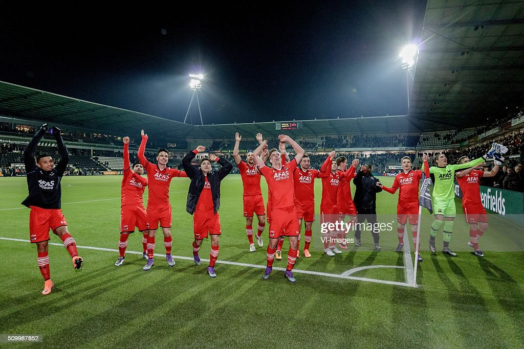 AZ Celebrates 3-6 against Heracles Almelo during the Dutch Eredivisie match between Heracles Almelo and AZ Alkmaar at Polman stadium on February 13, 2016 in Almelo, The Netherlands