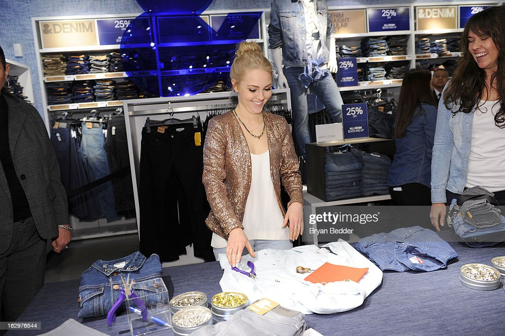 H&M celebrates 'Denim Days' with Seventeen Magazine and actress AnnaSophia Robb at H&M Fifth Avenue on March 2, 2013 in New York City.