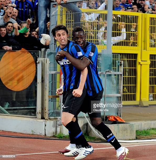 Celebrates of Diego Milito and Mario Balotelli after the first goal during the Tim Cup between FC Internazionale Milano and AS Roma at Stadio...