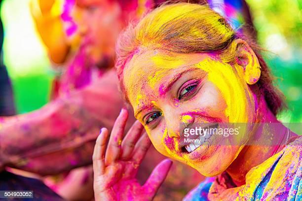 Célèbre Holi Festival souriant fille indienne d'Inde