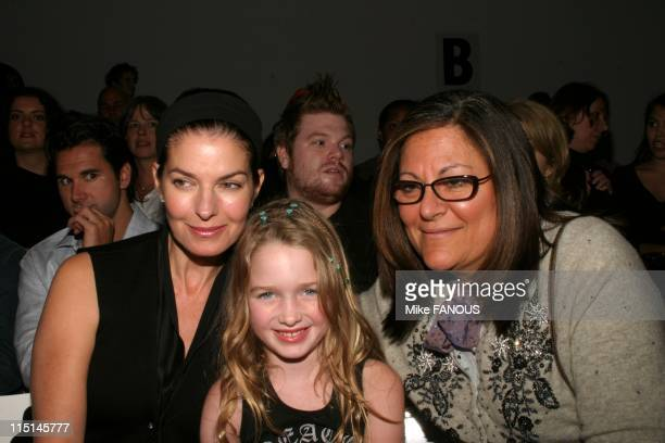 Anabella raye photos et images de collection getty images for Mercedes benz culver city