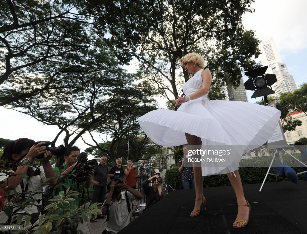 Celebrity look alike Marilyn Monroe performs the famous skirt lifting pose during an audition preview in Singapore on April 23, 2009. Aspiring actors have a chance to realise their Hollywood dream when Universal Studios began auditioning for actors and singers to perform at its upcoming theme park in Singapore. AFP PHOTO/ROSLAN RAHMAN