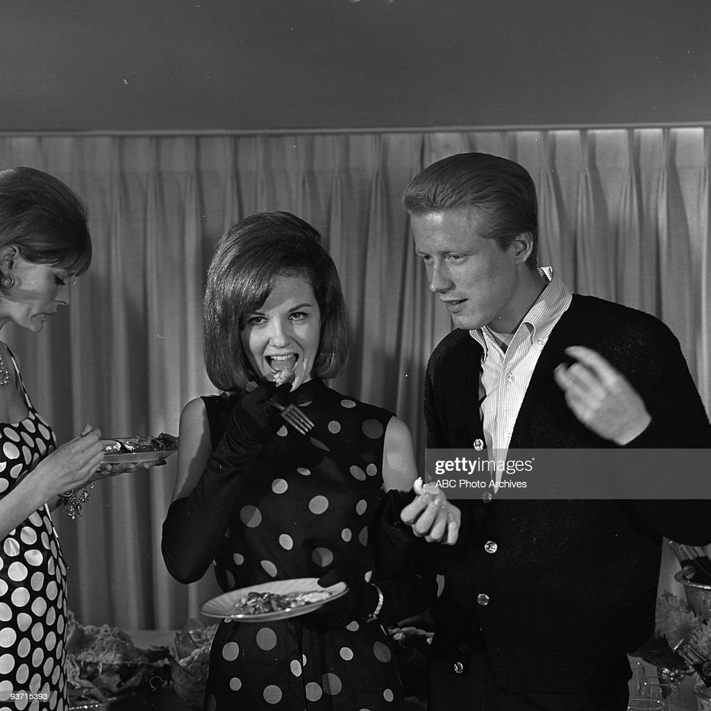 SHOW 'Celebrity Party' 11/6/63 Shelley Fabares Dean on the ABC Television Network dance show 'American Bandstand'
