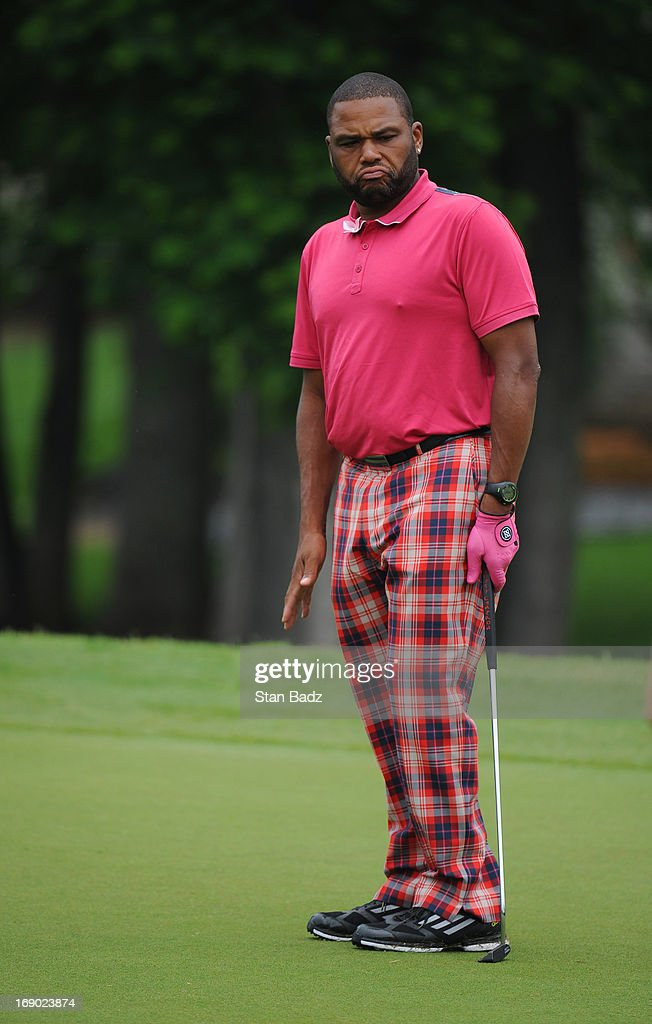 Celebrity player <a gi-track='captionPersonalityLinkClicked' href=/galleries/search?phrase=Anthony+Anderson&family=editorial&specificpeople=202577 ng-click='$event.stopPropagation()'>Anthony Anderson</a> watches his putt on the third hole during the third round of the BMW Charity Pro-Am Presented by SYNNEX Corporation at the Thornblade Club on May 18, 2013 in Greer, South Carolina.