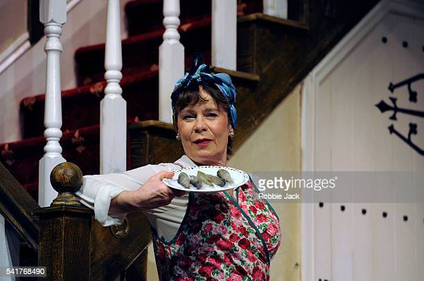 michael frayns 1982 noises off But it was with noises off (1982) that he achieved both an instant commercial hit and durable international fame on one level, the play is a highly ingenious mechanism on one level, the play is a highly ingenious mechanism.