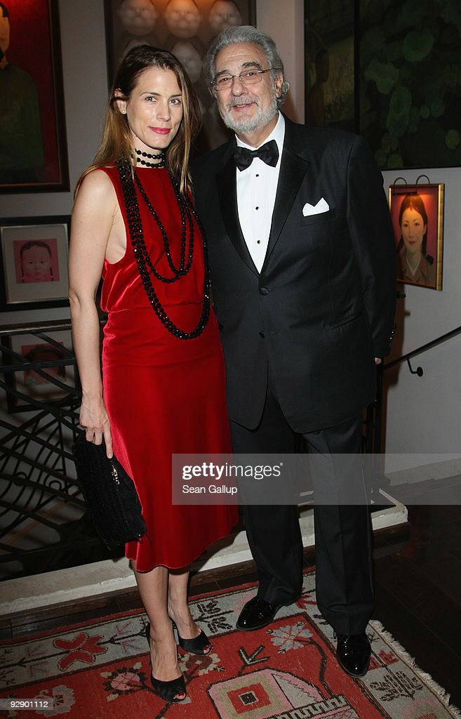 Celia von Bismarck and <a gi-track='captionPersonalityLinkClicked' href=/galleries/search?phrase=Placido+Domingo&family=editorial&specificpeople=204571 ng-click='$event.stopPropagation()'>Placido Domingo</a> attend the MTV Europe Music Awards Free Your Mind Award Presentation at the Cinema For Peace charity dinner at the China Club on November 8, 2009 in Berlin, Germany.