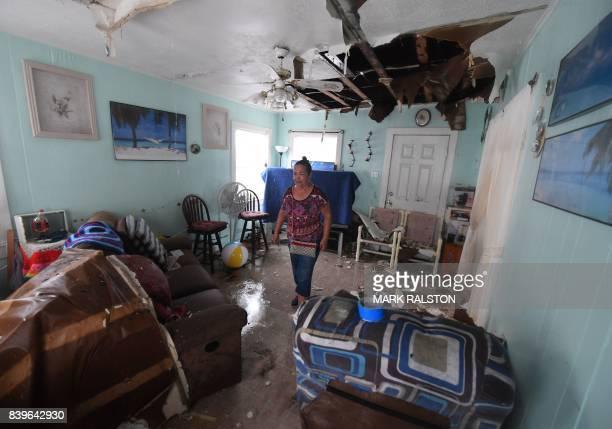 TOPSHOT Celina Martinez returns to find her family home badly damaged after Hurricane Harvey hit Rockport Texas on August 26 2017 / AFP PHOTO / MARK...