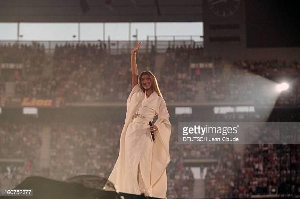 Celine Dion Concert At The Stade De France Saintdenis Le 20 juin 1999 à l'occasion du concert de Céline DION au Stade de France à SAINTDENIS l...