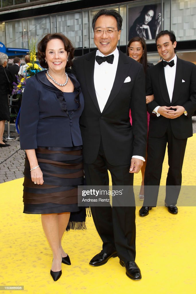 Cellist <a gi-track='captionPersonalityLinkClicked' href=/galleries/search?phrase=Yo-Yo+Ma&family=editorial&specificpeople=235395 ng-click='$event.stopPropagation()'>Yo-Yo Ma</a> and his wife arrive for the Polar Music Prize at Konserthuset on August 28, 2012 in Stockholm, Sweden.