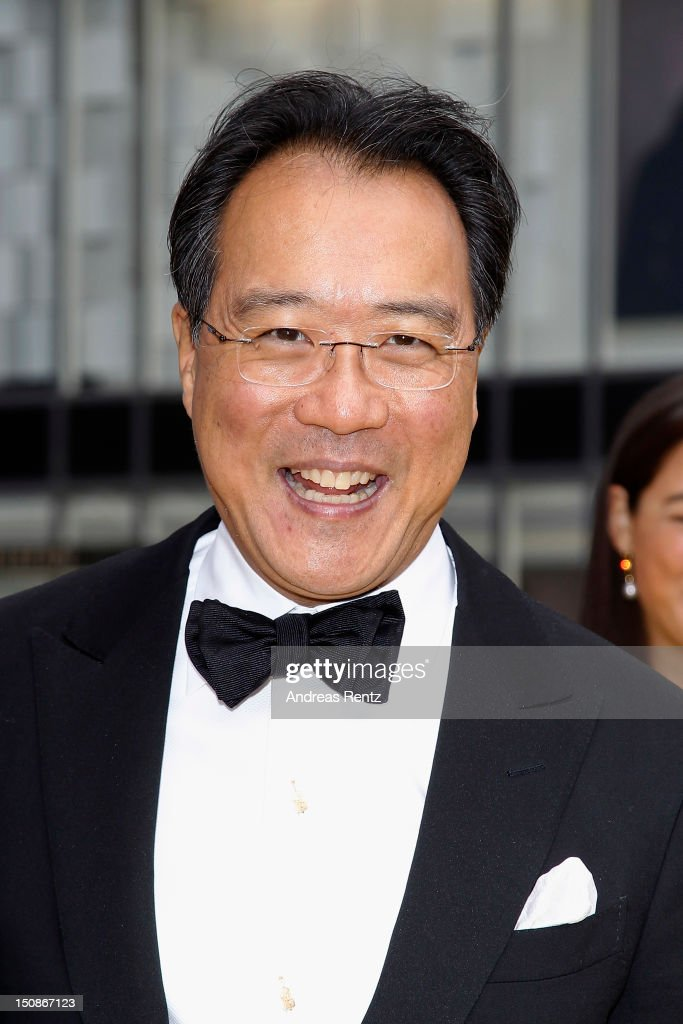 Cellist <a gi-track='captionPersonalityLinkClicked' href=/galleries/search?phrase=Yo-Yo+Ma&family=editorial&specificpeople=235395 ng-click='$event.stopPropagation()'>Yo-Yo Ma</a> arrives for the Polar Music Prize at Konserthuset on August 28, 2012 in Stockholm, Sweden.