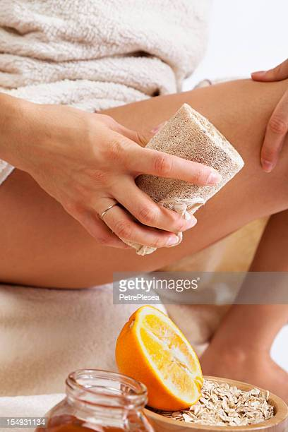 massage anti-Cellulite avec bio Éponge naturelle, de miel et d'Orange.