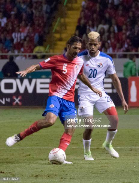 Celso Borges of Costa Rica fights for the ball with Ismael Diaz of Panama during the match between Costa Rica and Panama as part of the FIFA 2018...
