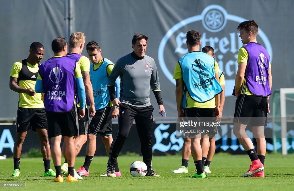 Celta Vigo's Argentinian coach Eduardo Berizzo (C) leads a training session at the training ground in A Madroa, outskirts of Vigo, on May 3, 2017, on the eve of the UEFA Europa League semi-final football match against Manchester United. /