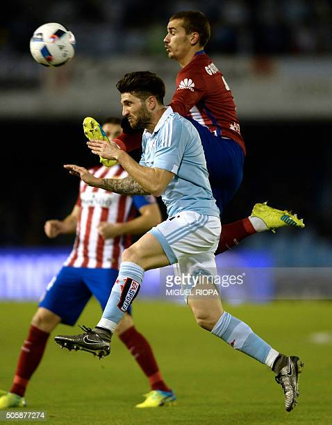 Celta Vigo's defender Carles Planas vies with Atletico Madrid's French forward Antoine Griezmann during the Spanish Copa del Rey football match Celta...