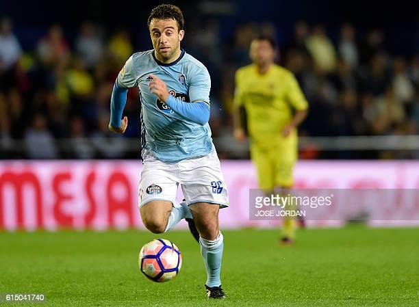 Celta Vigo's Italian forward Giuseppe Rossi controls the ball during the Spanish league football match Villarreal CF vs RC Celta de Vigo at El...