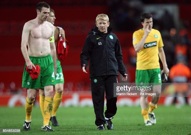 Celtic manager Gordon Strachan consoles his players after the final whistle