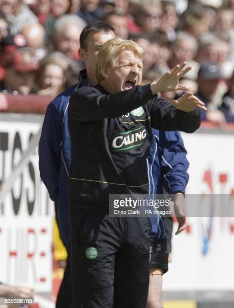 Celtic manager Gordon Strachan shouts instructions during the Clydesdale Bank Scottish Premier League match at the Pittodrie Stadium Aberdeen