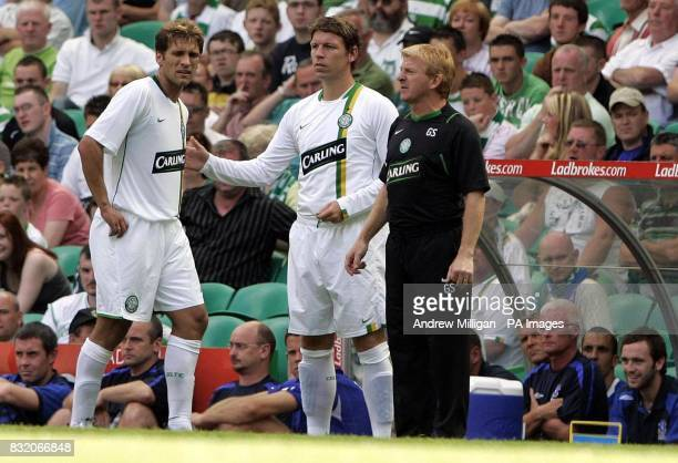 Celtic manager Gordon Strachan watches as Stilian Petrov goes off injured and is replaced by Alan Thompson during the friendly match against Everton...