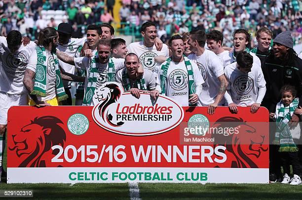 Celtic squad celebrate winning the Ladbrooks Premiership during the Ladbroke Scottish Premiership match between Celtic and Aberdeen at Celtic Park on...