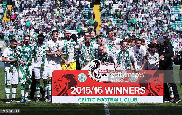 Celtic squad celebrate winning the Ladbrooks Premiership during the Ladbroke Scottish Premiership match between Celtic and Aberdeen at Celtic Park on...