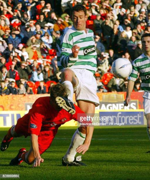 Celtic's Chris Sutton takes on the Dundee United defence during their Bank of Scotland Scottish Premiership match at Tannadice Park Dundee EDOTORIAL...