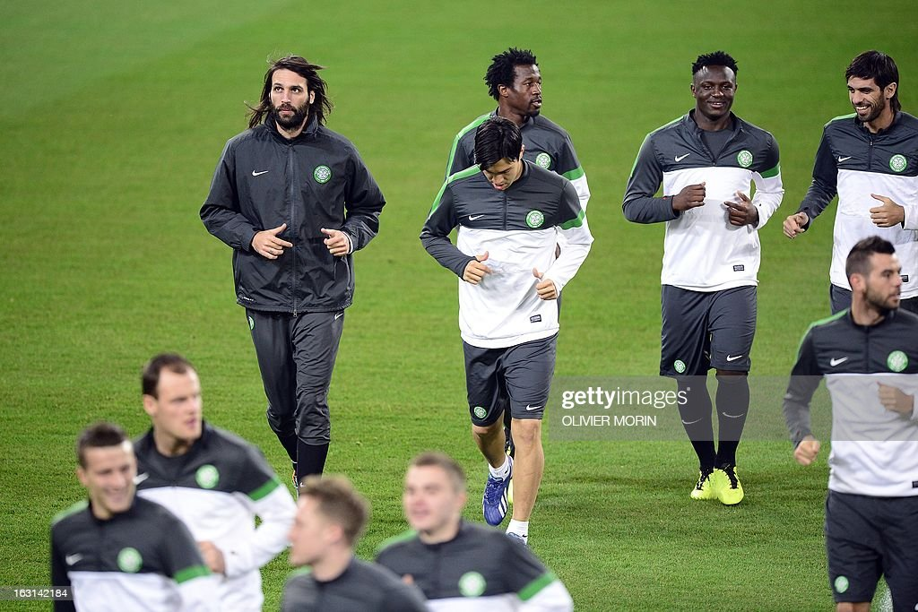 Celtic's forward Giorgios Samaras (L) and his teammates warm up during a training session, on the eve of the Champions League match between Juventus and Celtic Glasgow, on March 5, 2013 in Turin. AFP PHOTO / OLIVIER MORIN