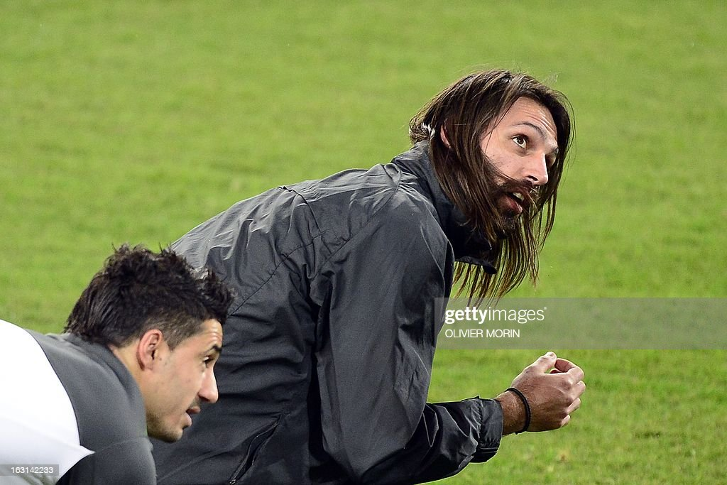 Celtic's Greek forward Giorgios Samaras (R) stretches during a training session on the eve of the Champions League match between Juventus and Celtic Glasgow on March 5, 2013 in Turin.