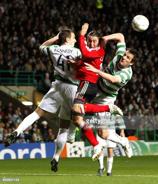 Celtic's Jan Vennegoor of Hesselink and John Kennedy battle for the ball with Benfica's Cristian Rodriguez