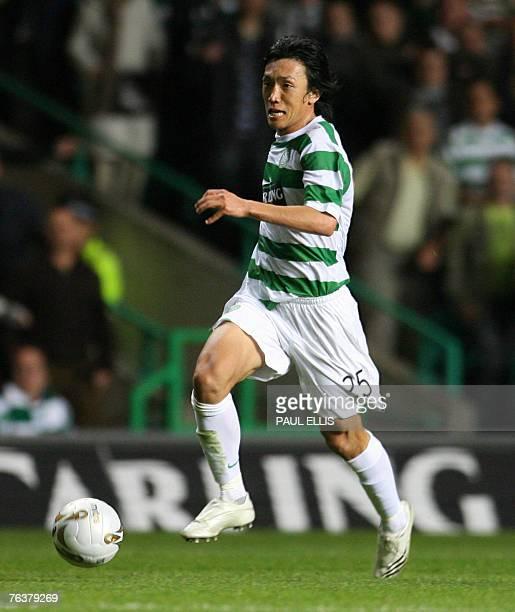 Celtic's Japanese footballer Shunsuke Nakamura in action against Spartak Moscow goalkeeper Stipe Pletikosa during their UEFA Champions League third...