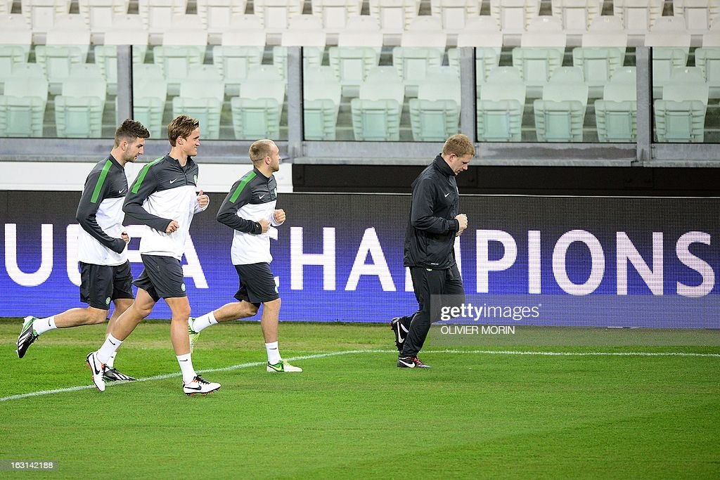 Celtic's manager Neil Lennon (R) and Celtic players warm up during a training session, on the eve of the Champions League match between Juventus and Celtic Glasgow on March 5, 2013 in Turin.