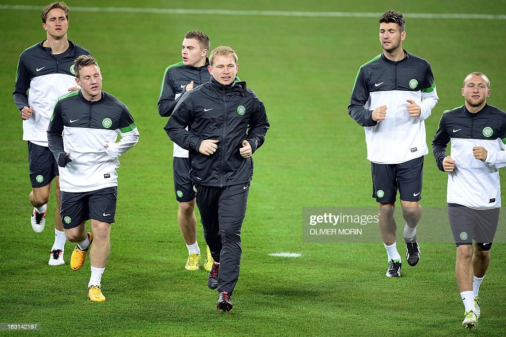 Celtic's manager Neil Lennon (C) and Celtic players warm up during a training session, on the eve of the Champions League match between Juventus and Celtic Glasgow on March 5, 2013 in Turin.