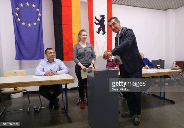 Cem Oezdemir colead candidate of the German Greens Party casts his ballot in German federal elections on September 24 2017 in Berlin Germany The...