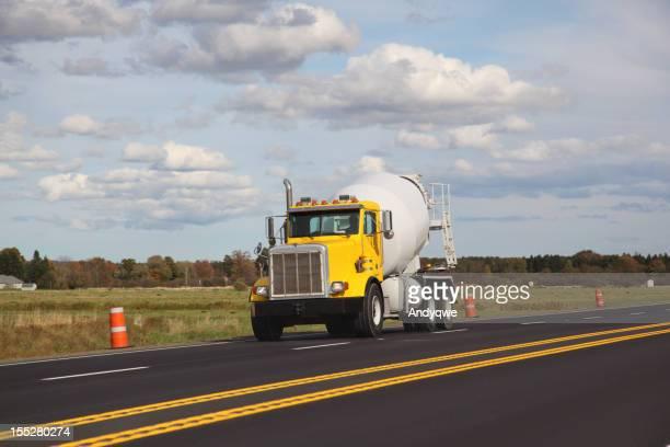 Bétonnière camion