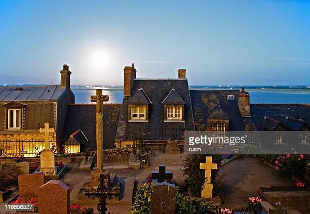 Cimetière au clair de lune, France
