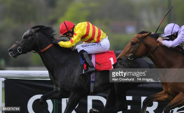 Centennial and Jimmy Fortune win The Casino at bet365com Classic Trial from Whistledownwind and Frankie Dettori at Sandown Racecourse