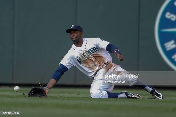 Center fielder James Jones of the Seattle Mariners misses an RBI triple off the bat of Travis d'Arnaud of the New York Mets in the second inning at...