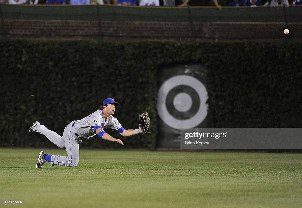Center fielder Kirk Nieuwenhuis #9 of the New York Mets dives for but cannot catch a single hit by Starlin Castro #13 of the Chicago Cubs during the fourth inning at Wrigley Field on June 26, 2012 in Chicago, Illinois.